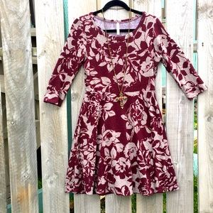 GILLI floral gray red wine dress size Small